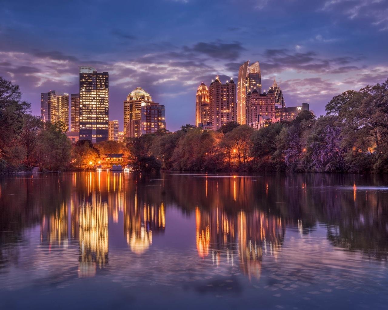 ебо, облака, деревья, ночь, город, огни, отражение, река, дома, небоскребы, освещение