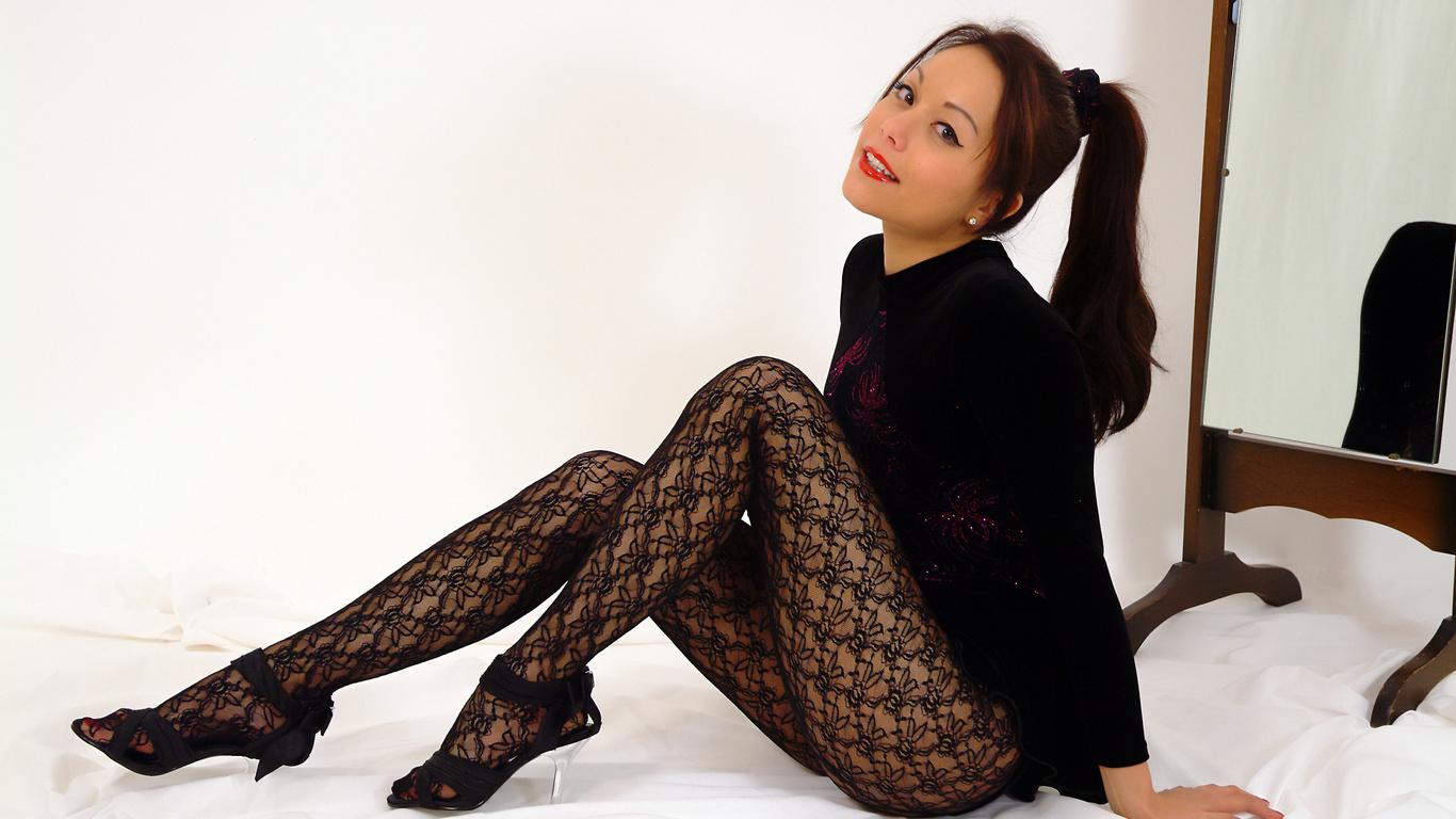 девушка, красавица, красотка, милашка, модель, брюнетка, секси, сексуальность, поза, платье, бельё, чулки, колготки, туфли, постель, кровать