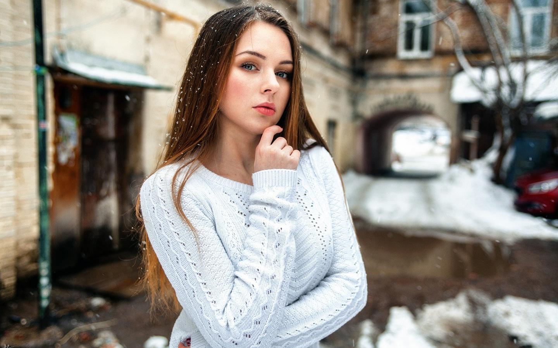 девушка, взгляд, двор, зима