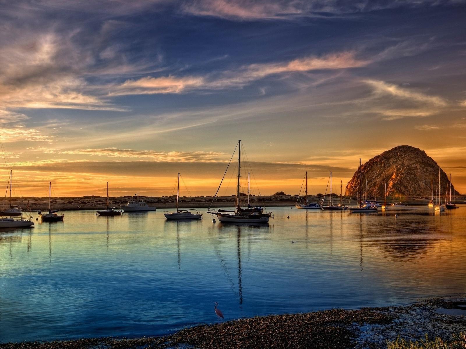 море, берег, лодки