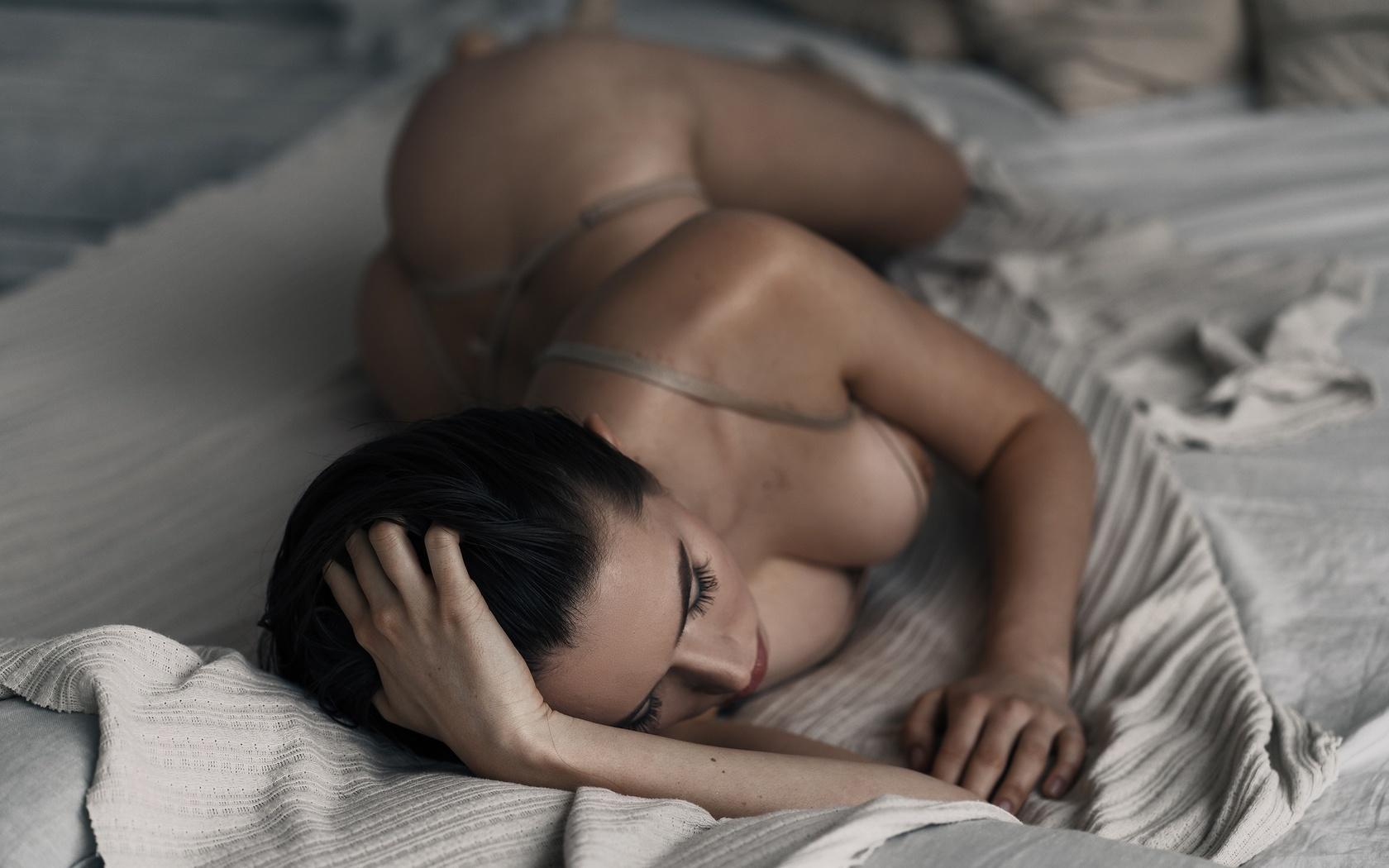 девушка, постель, фигурка, секси, фото