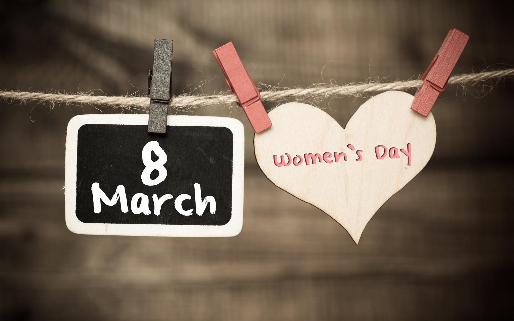8 марта, сердце, надпись, прищепки