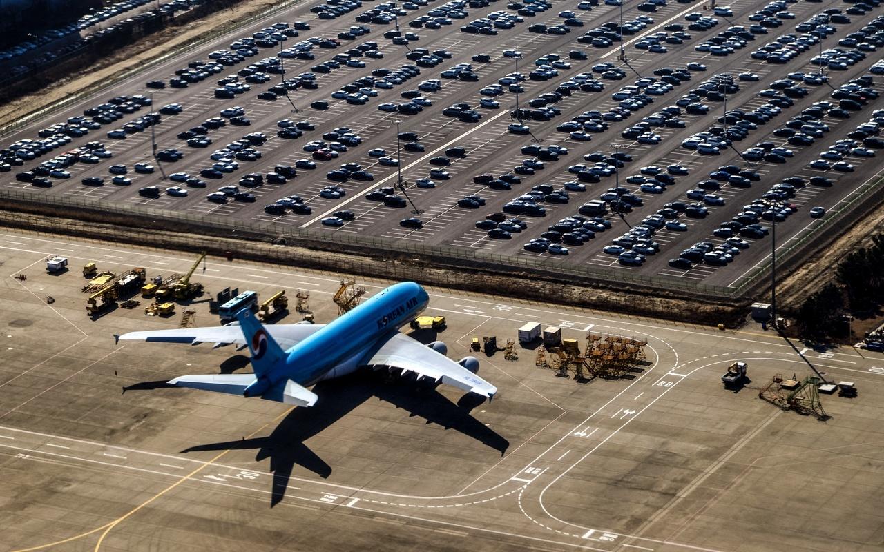 аэропорт, самолет, автомобили, парковка