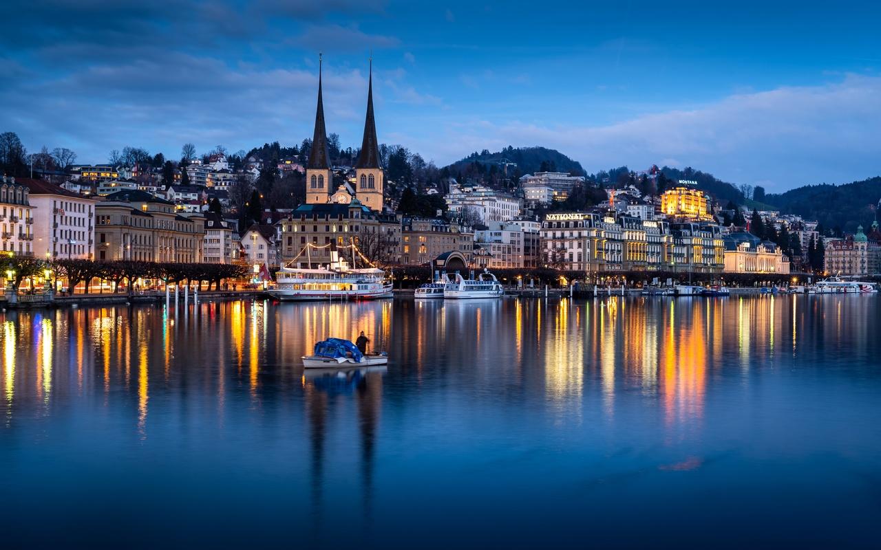 вечер, озеро, лодки, дома, церковь, швейцария, lucerne, lake lucerne, отражение, город