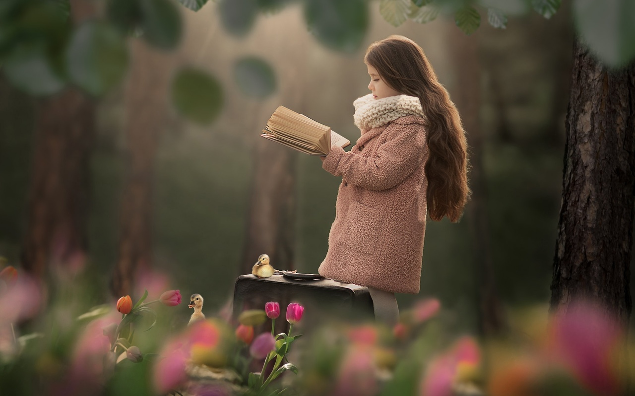 природа, весна, деревья, цветы, тюльпаны, ребёнок, девочка, пальто, книга, птенцы, гусята