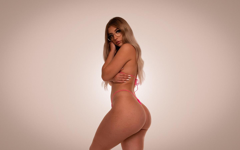 women, blonde, ass, pink bikinis, studio, simple background, women with glasses, brunette, long hair, tattoo