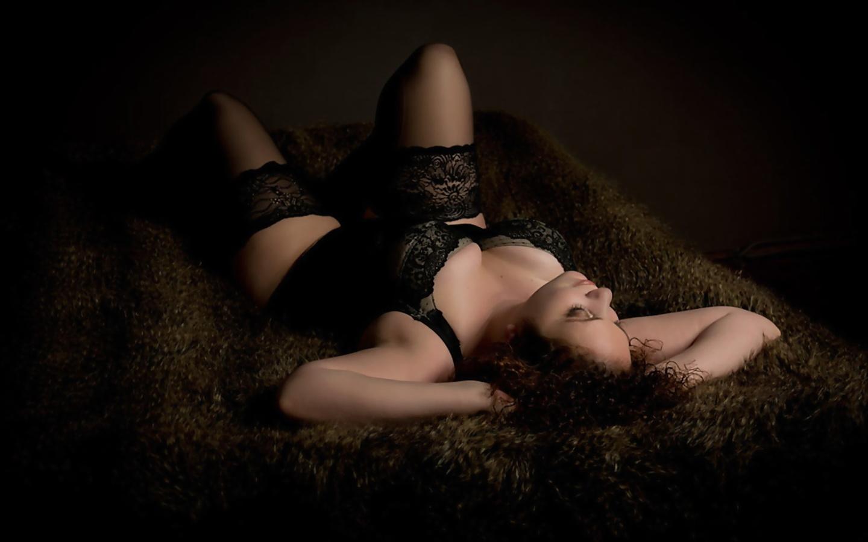девушка, ночь, тёмный фон, красивая, черное белье, красотка