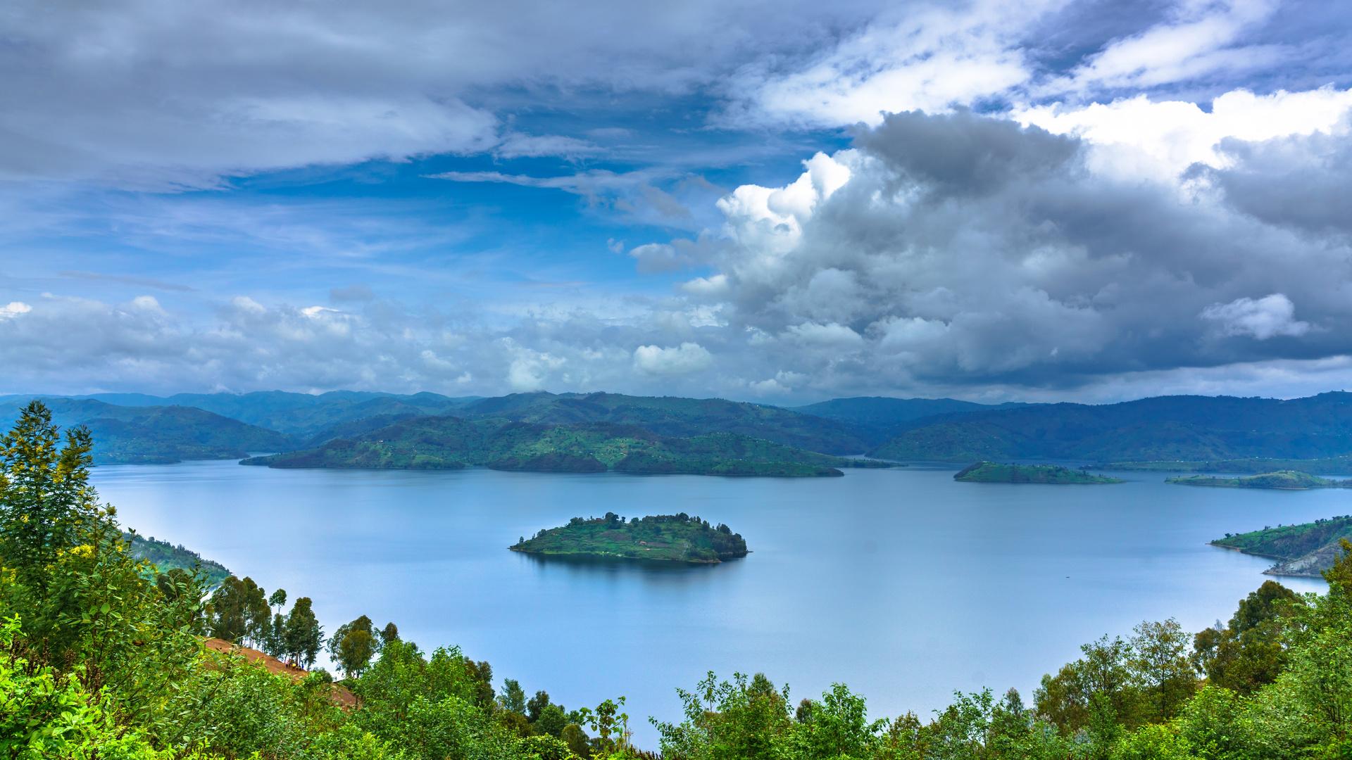 африка озеро остров, небо, rwanda, lake burera, ruhengeri, mudimba island, облака, деревья, природа, африка ,озеро, остров