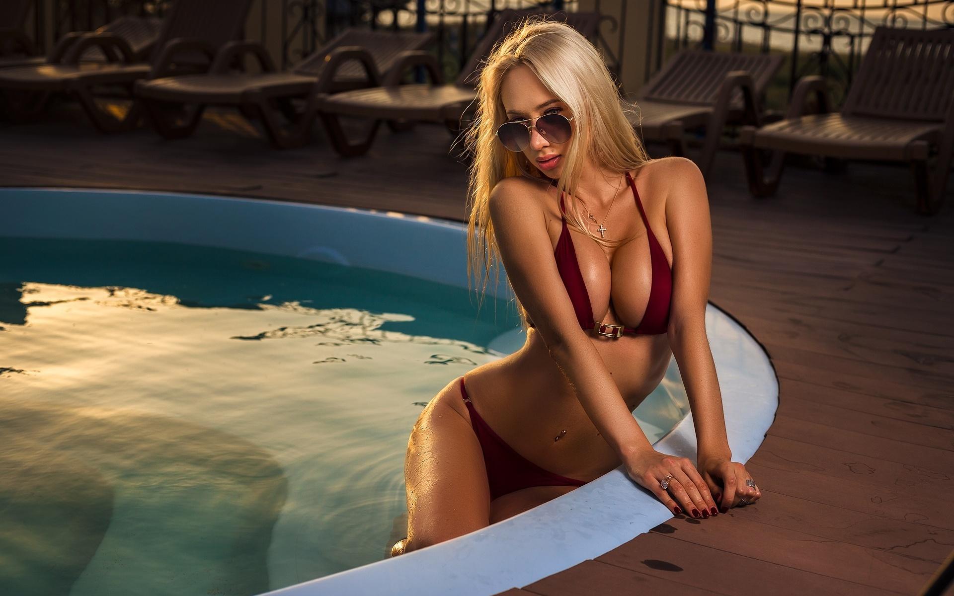 бассейн, блондинка, очки, олег смольянинов
