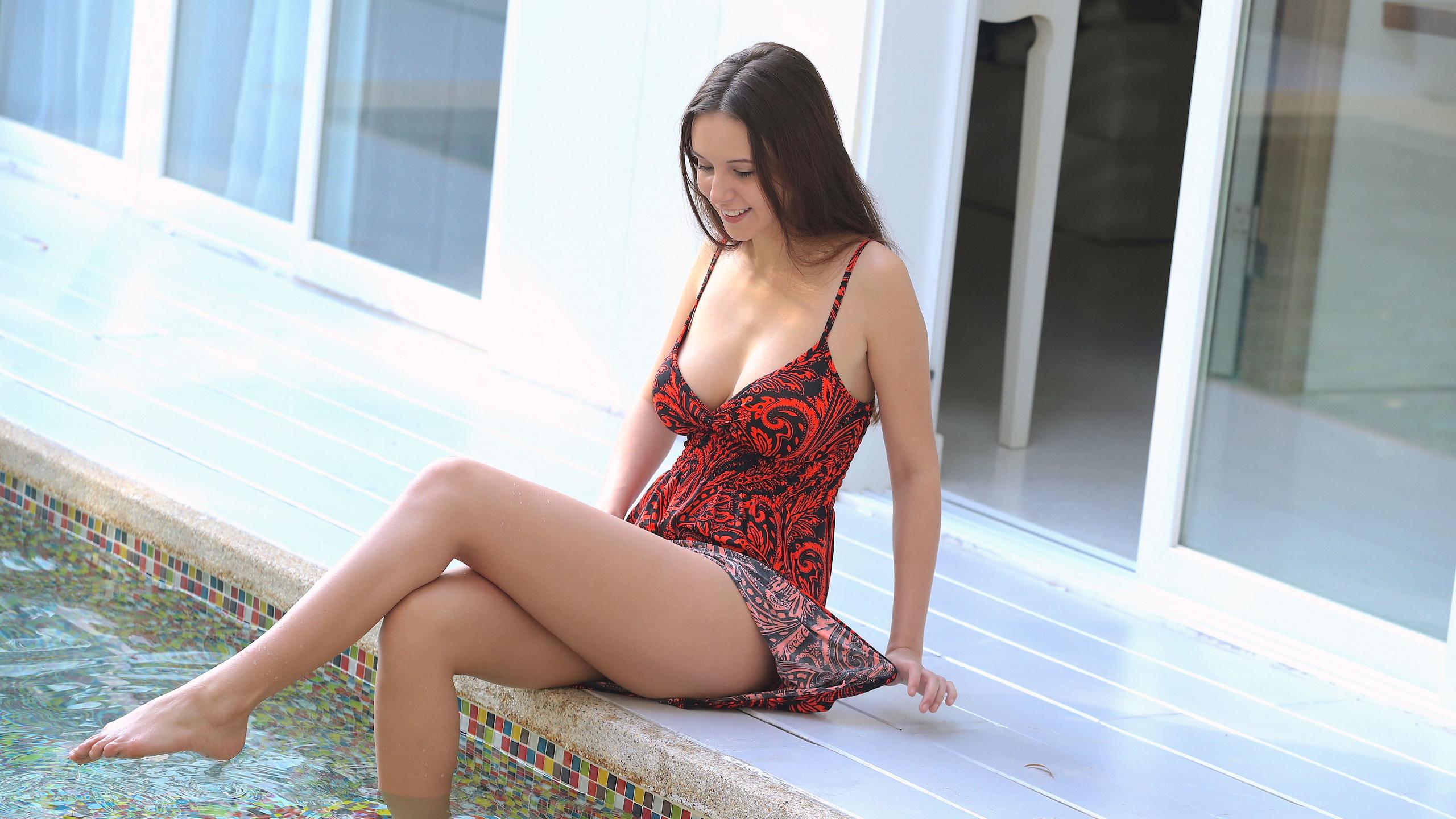 девушка, alisa i, alisa, jessica albanka, брюнетка, грудь, сарафан, платье, ножки, бассейн