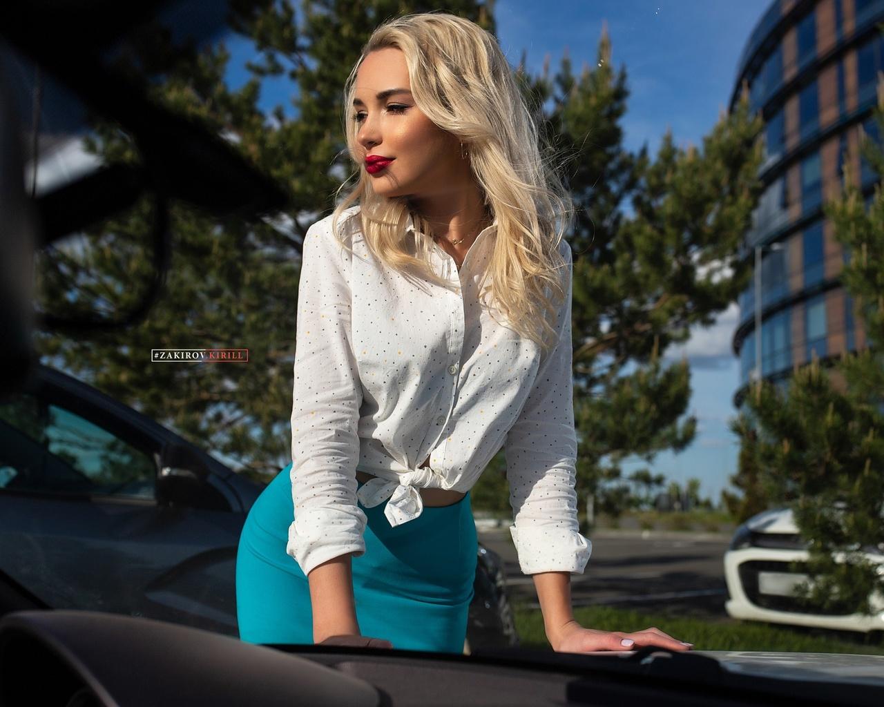 women, blonde, blue skirt, white shirt, women outdoors, kirill zakirov, red lipstick, car, trees, women with cars, pink nails, building, brunette
