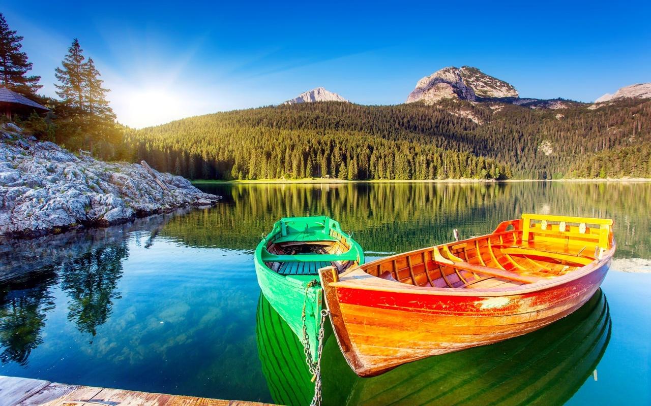 природа, пейзаж, горы, леса, озеро, лодки