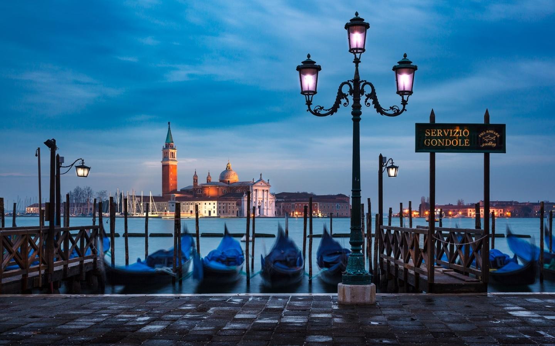 вода, город, лодки, утро, фонари, италия, венеция, собор, лагуна, набережная, гондолы
