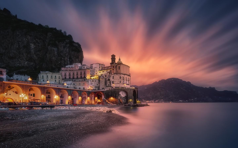 море, пейзаж, скалы, горы, побережье, здания, вечер, освещение, италия, атрани, коммуна