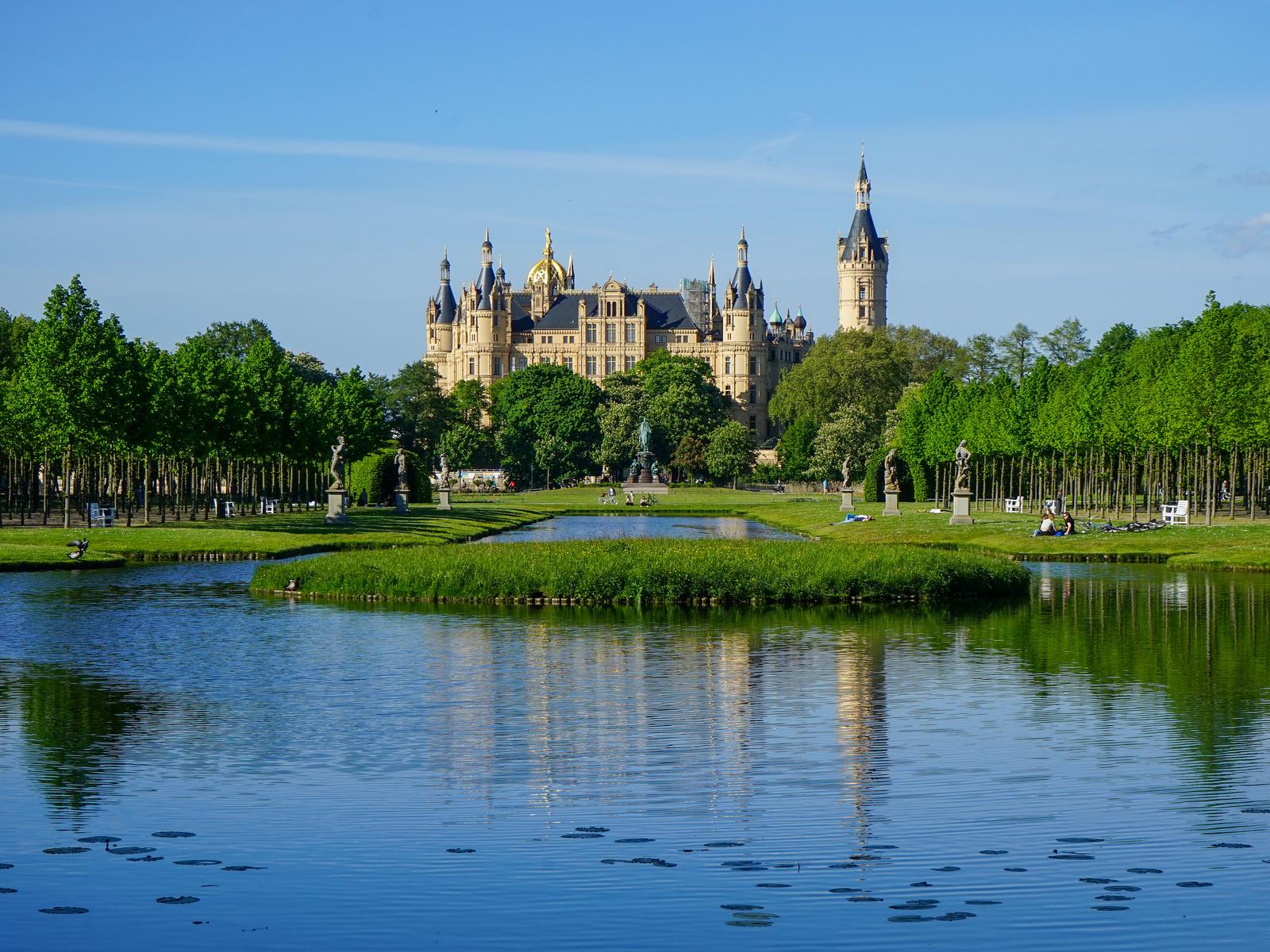 германия, замок, пруд, schwerin castle, mecklenburg-vorpommern, башня, деревья, город
