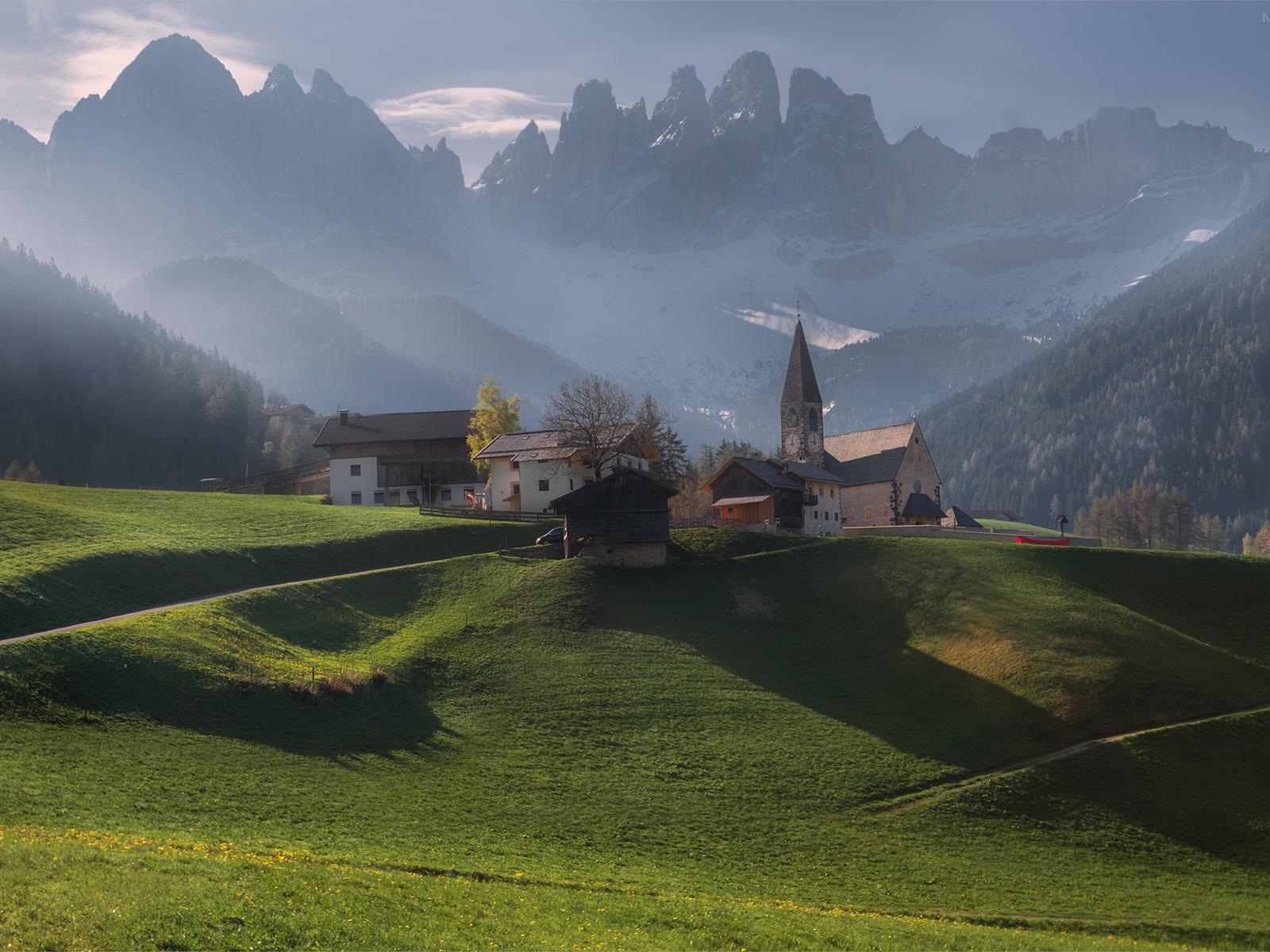 италия, природа, пейзаж, горы, доломиты, церковь, дома, туман