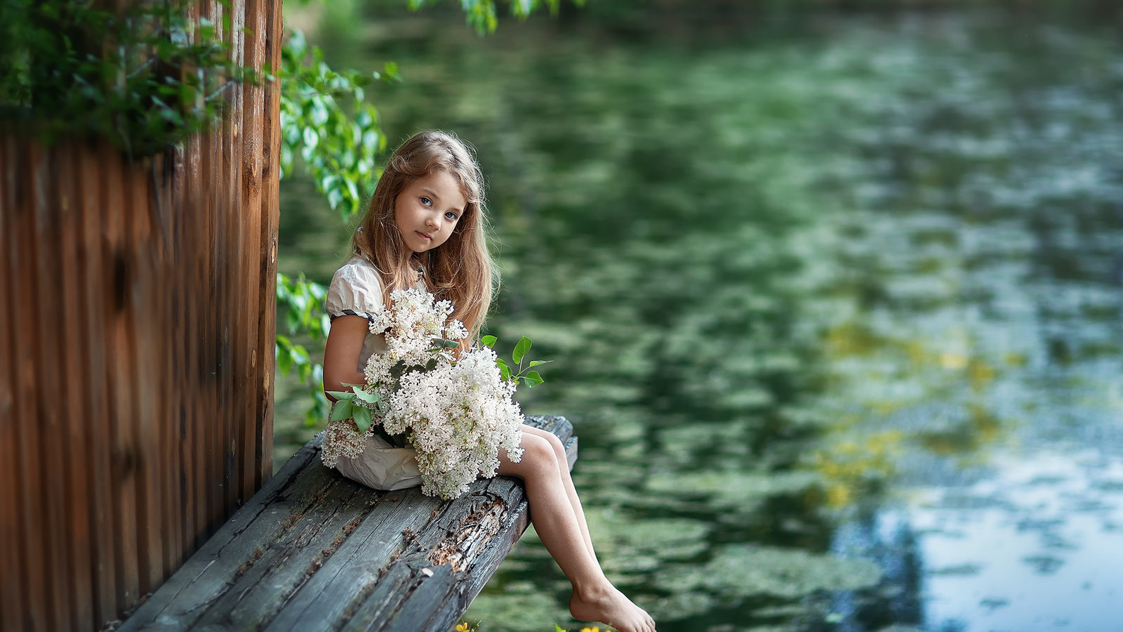 ребёнок, девочка, платье, взгляд, природа, лето, пруд, босая, босиком, букет
