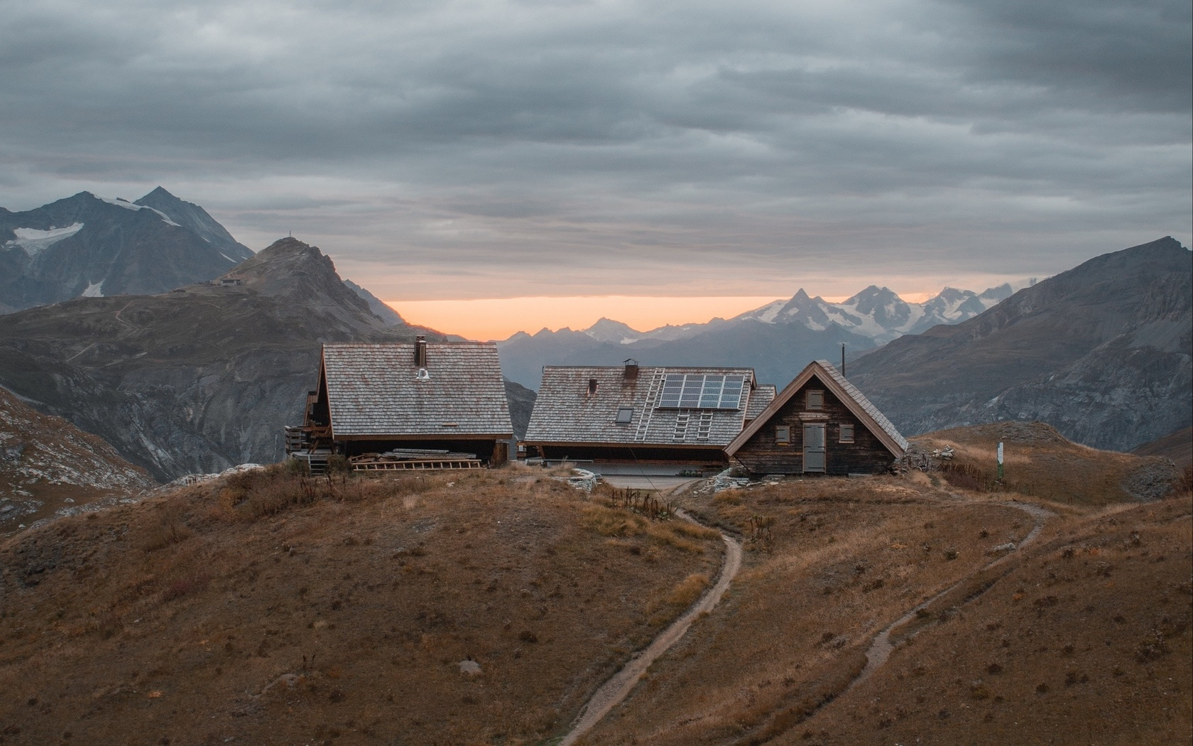 горы, дома, поселок