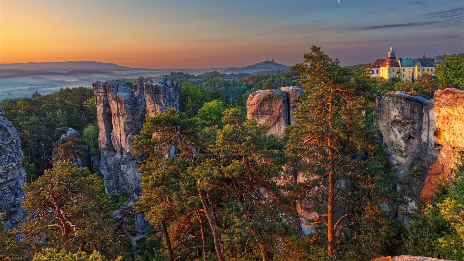 деревья, пейзаж, горы, природа, скалы, утро, Чехия, заповедник, замок, отель