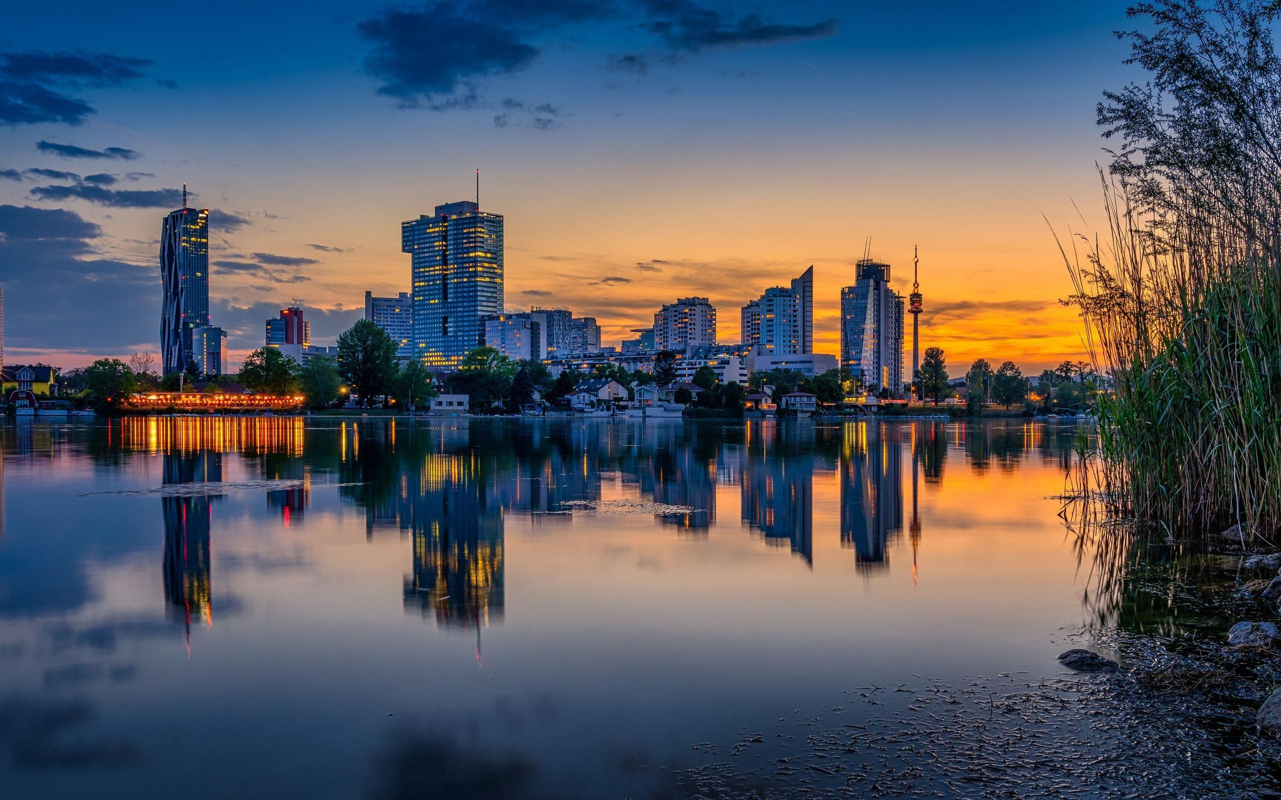 здания, город, река, вечер, трава