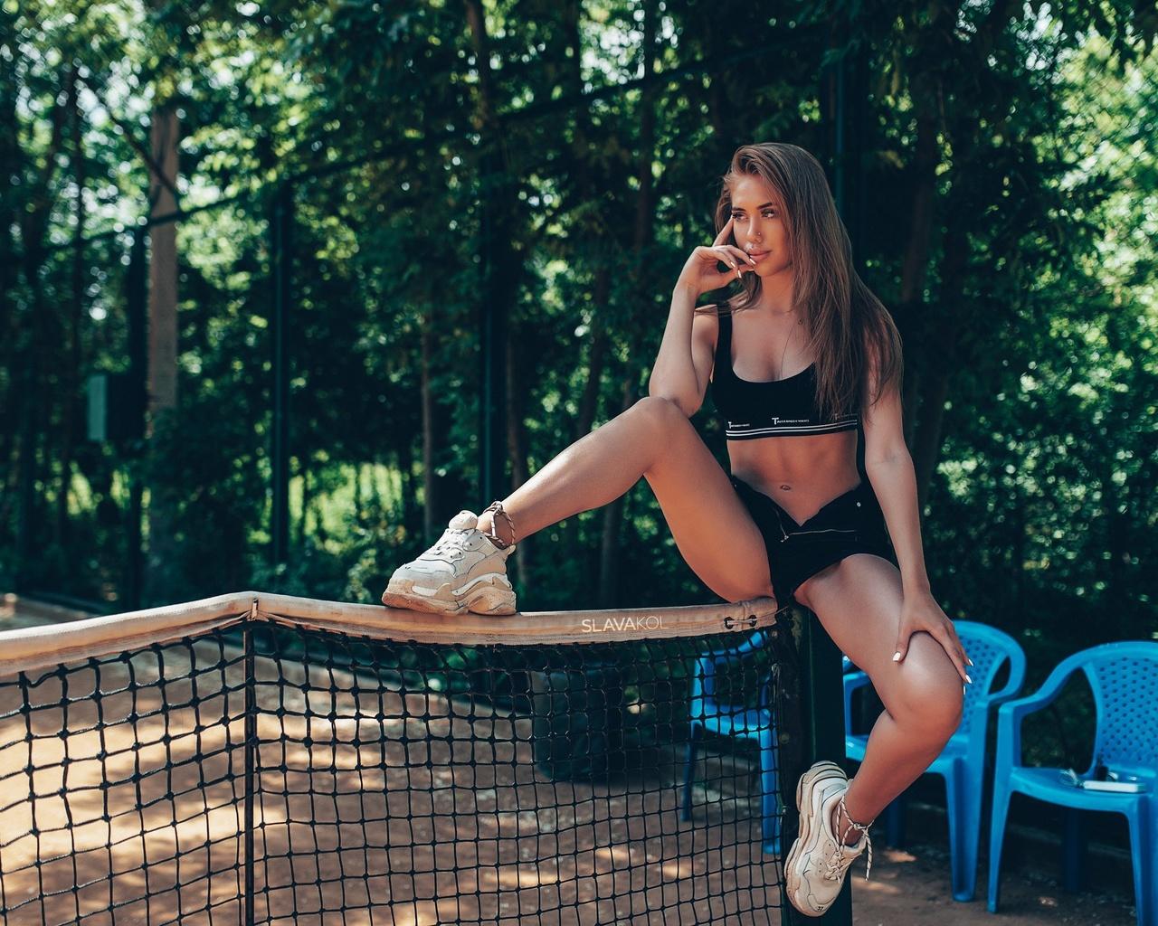 women, slava kol, sneakers, jean shorts, black top, sportswear, trees, brunette, belly, sitting, plastic chair, women outdoors, tennis court, pierced nose