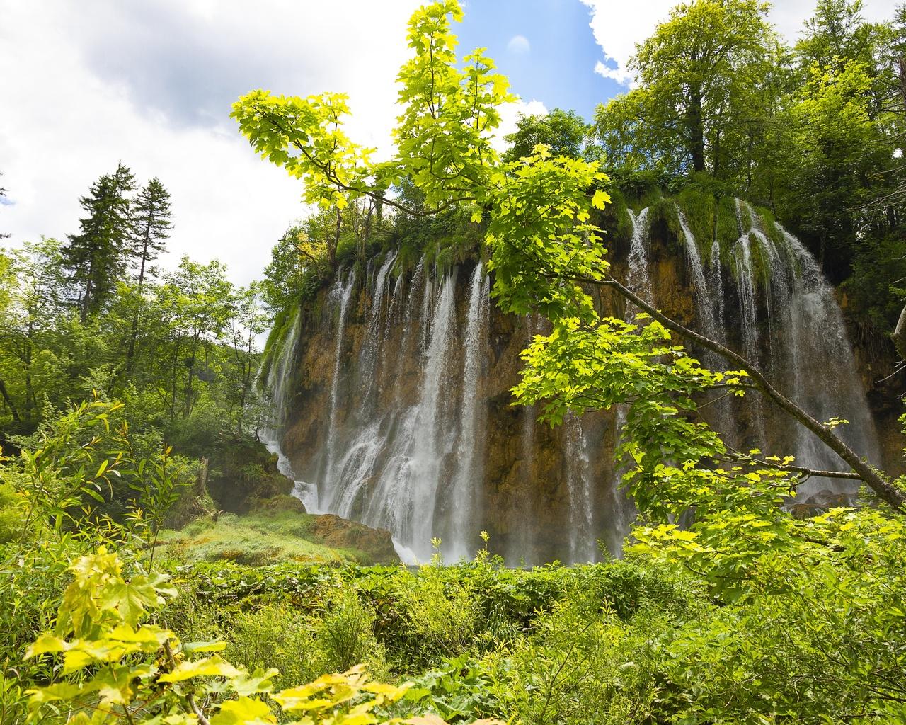 небо, водопад, деревья, плитвицкие озера, хорватия