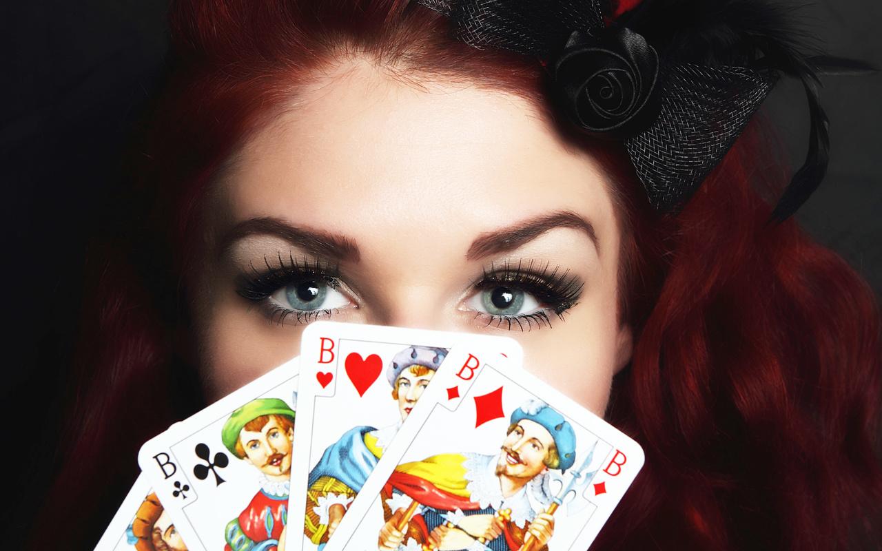 девушка, глаза, карты