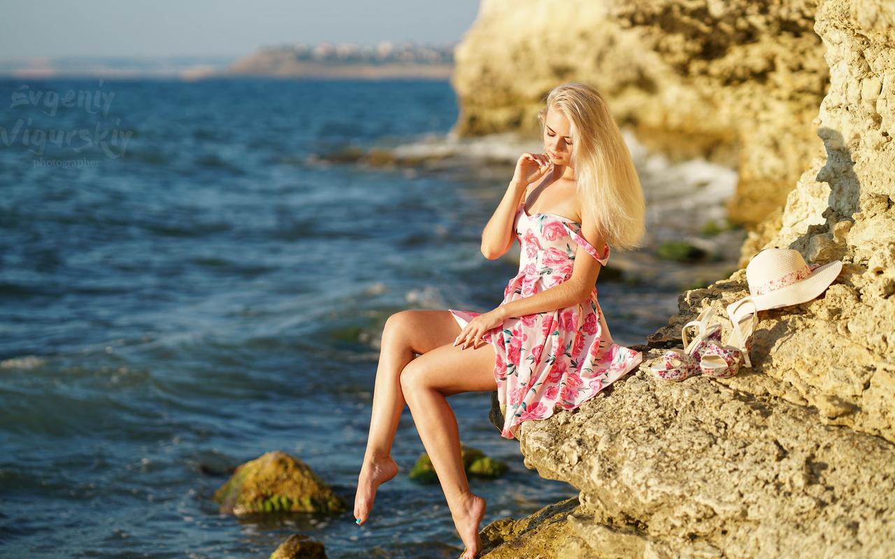 девушка, скалы, море, лето