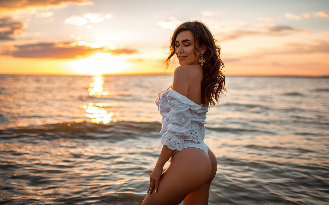 women, brunette, sunset, beach, sea, women outdoors, closed eyes, ass, white clothing, smiling