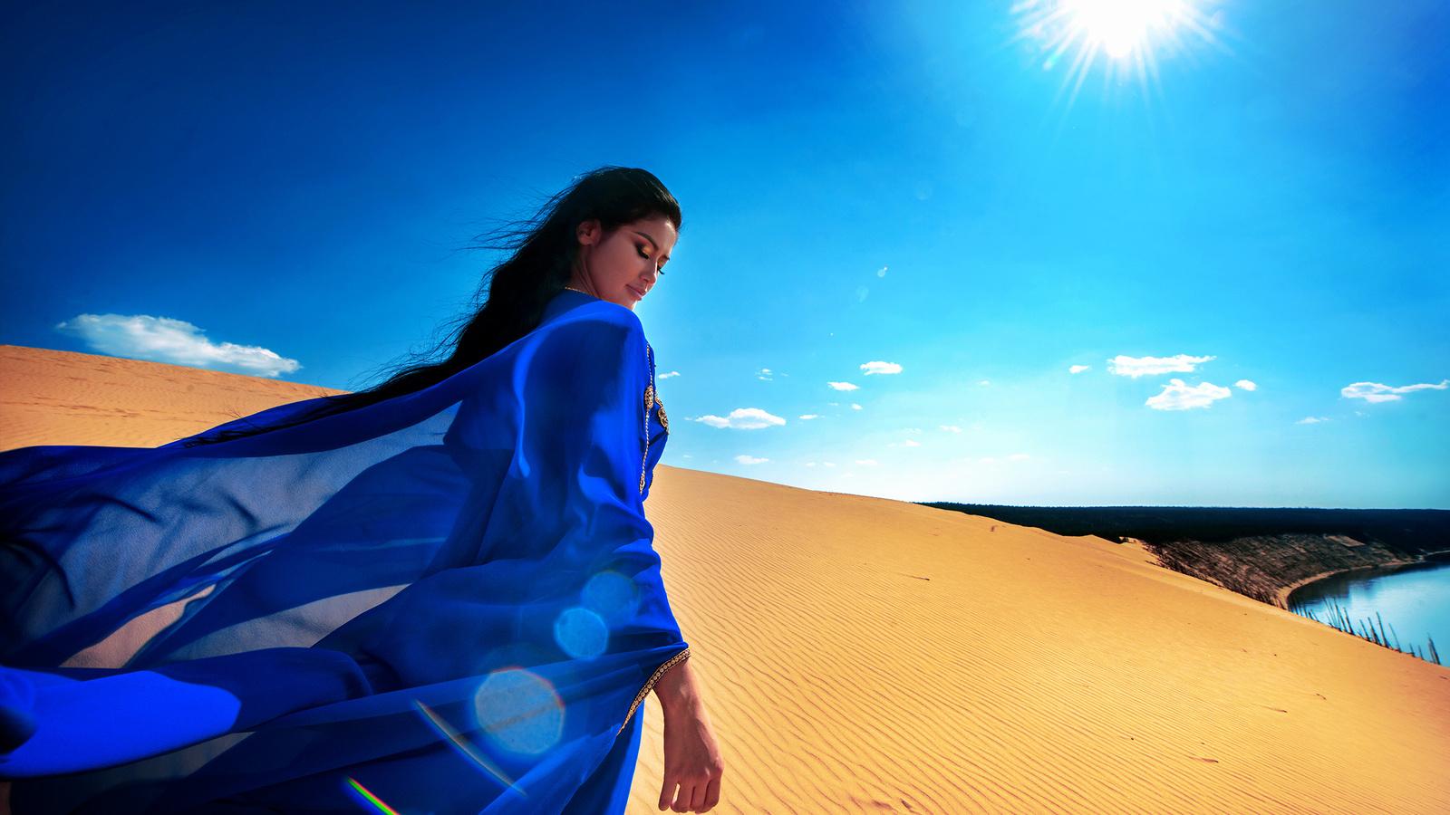 девушка, брюнетка, платье, шлейф, пески, солнце, лучи