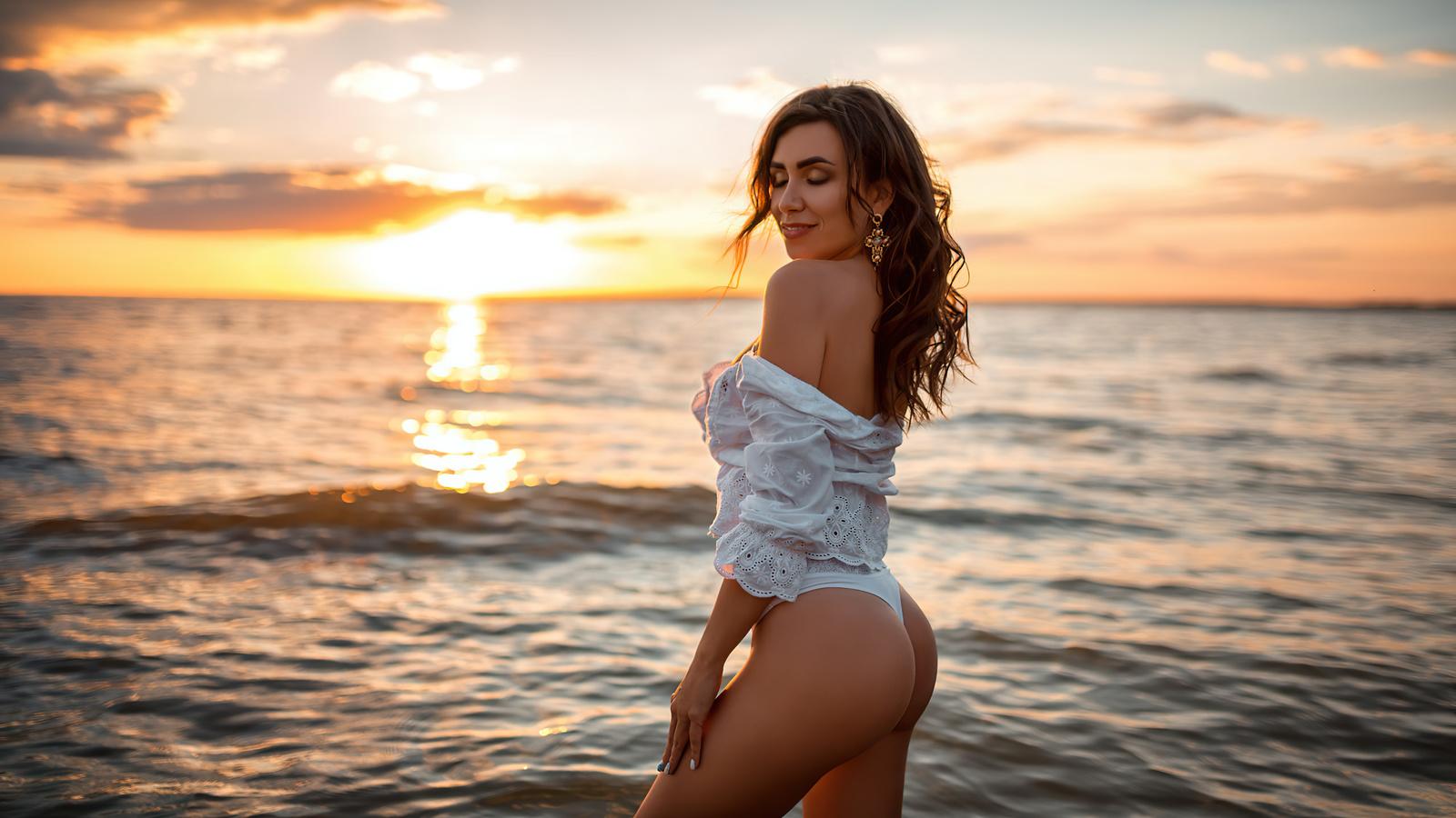 women, brunette, sunset, beach, sea, women outdoors, closed eyes, ass, white clothing, smiling