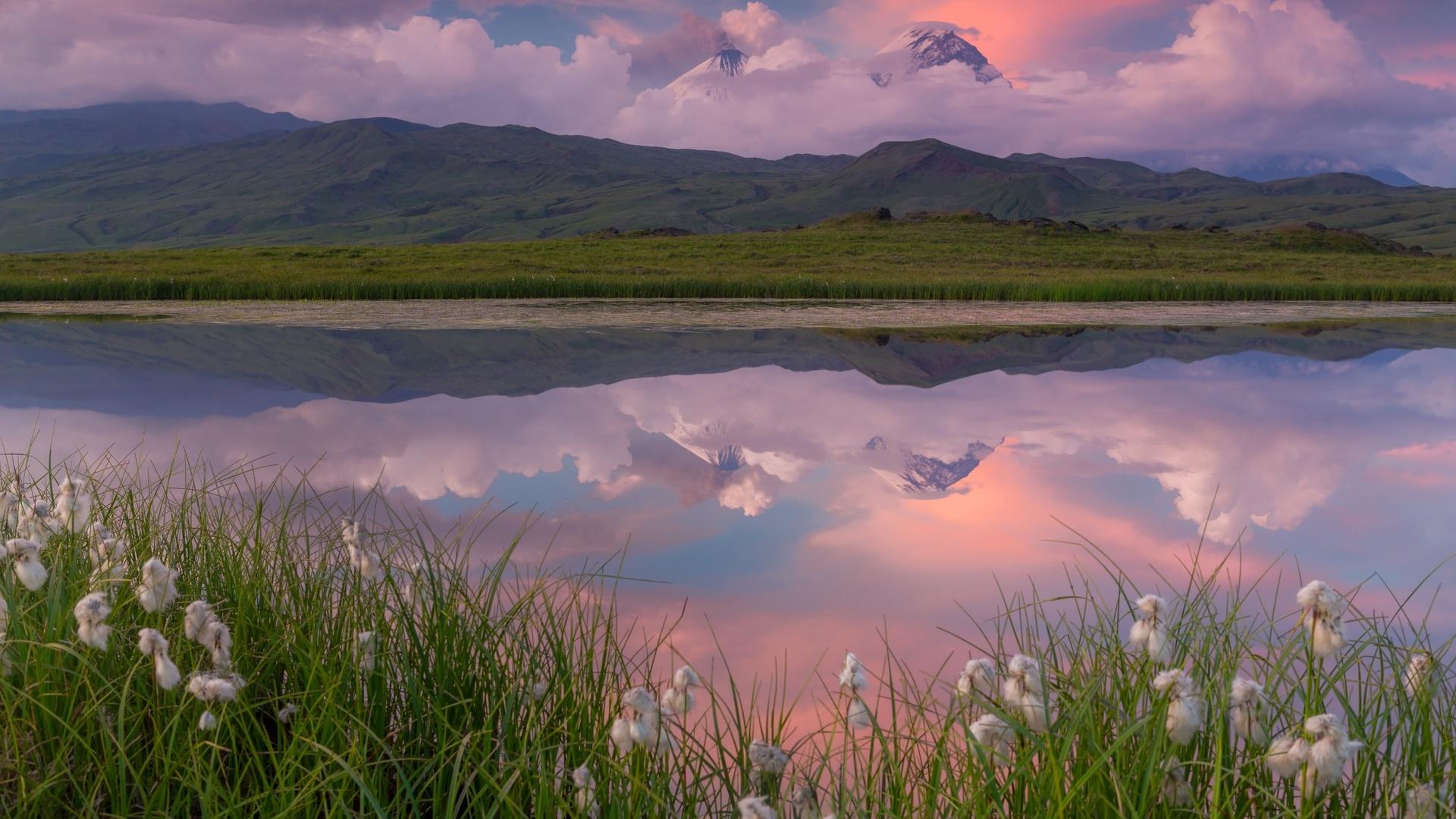 камчатка, природа, пейзаж, горы, вулкан, озеро, травы, облака
