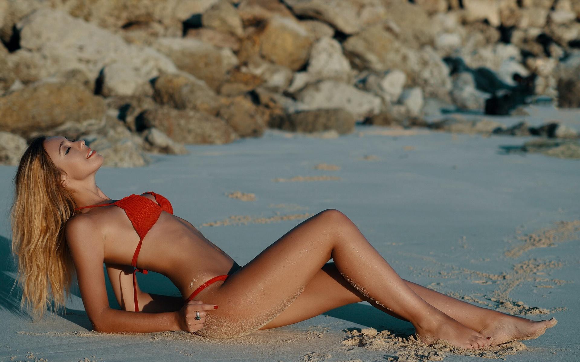 девушка, поза, купальник, берег, песок, камни