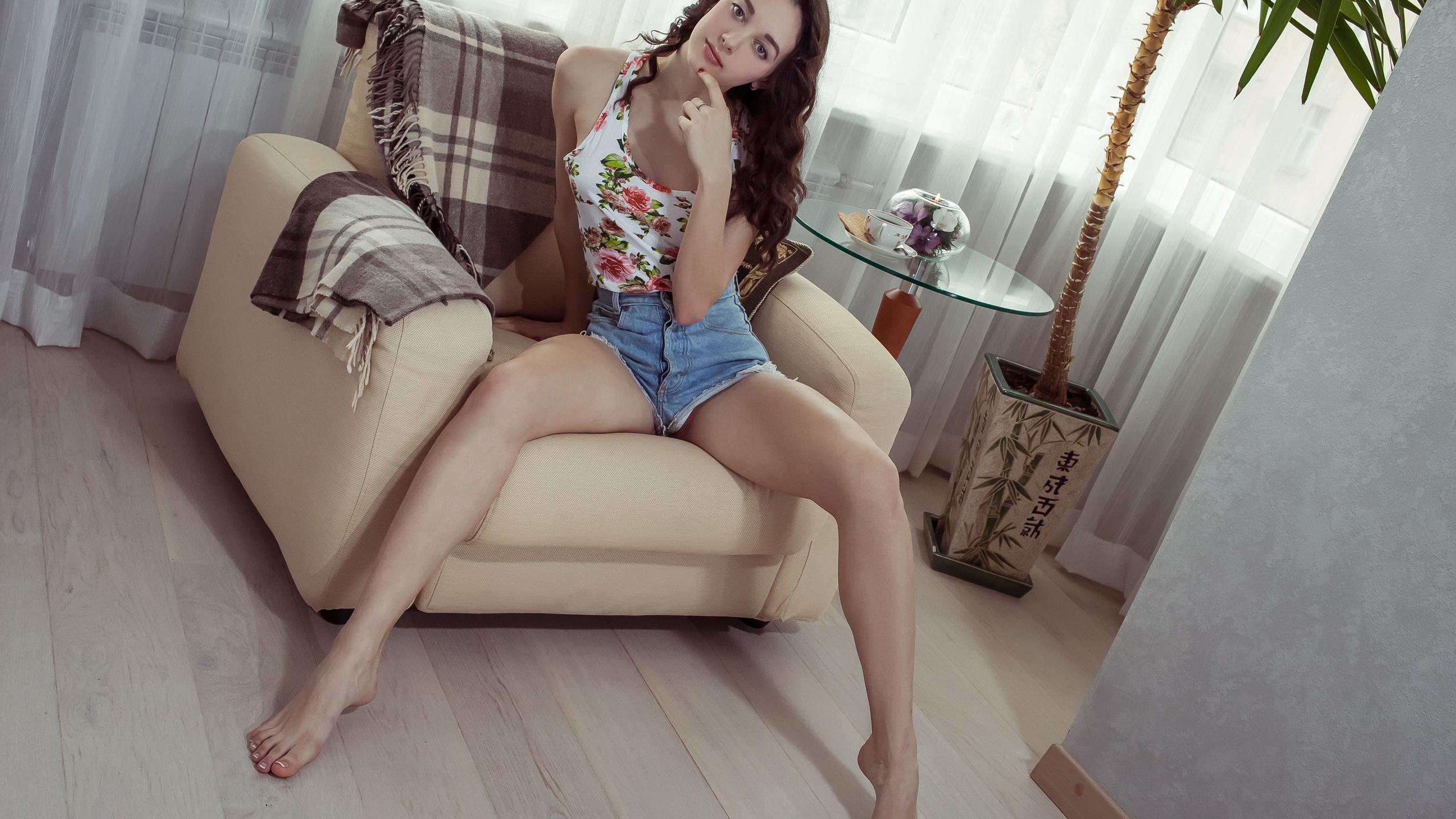 solange, девушка, шорты, кресло, шторы