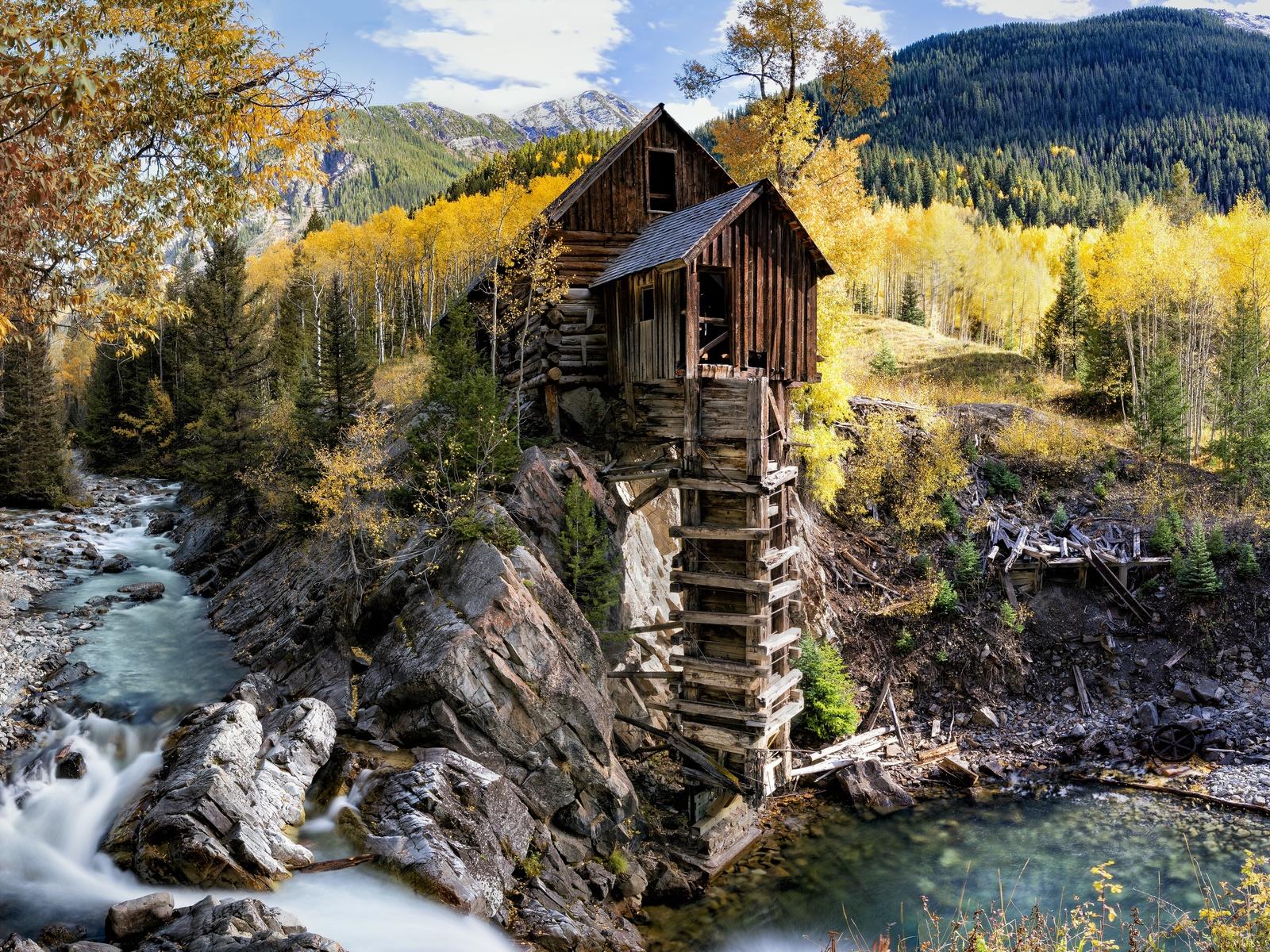 горы, лес, речка, избушка