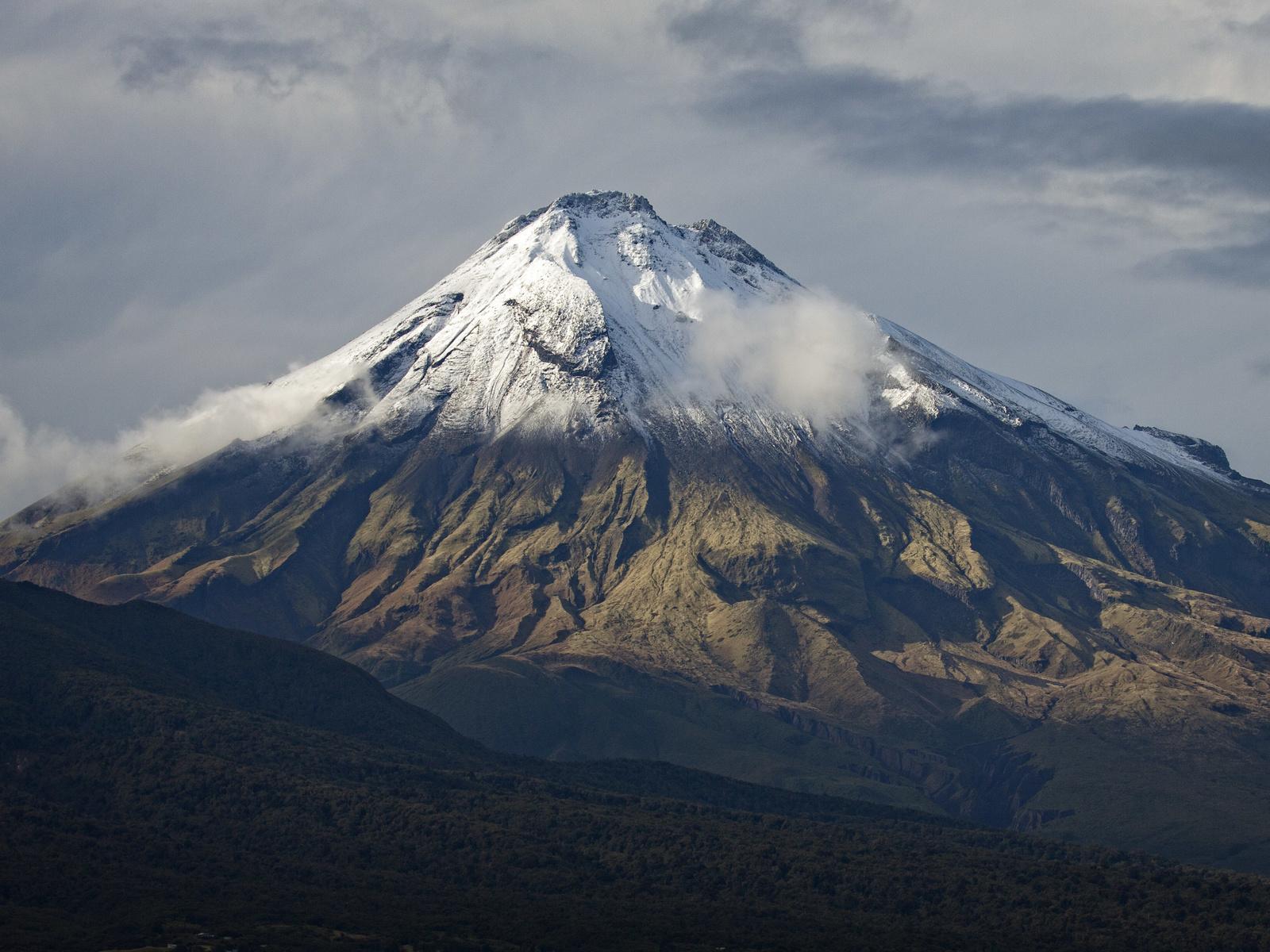 вулкан, горы, заснеженный, облака