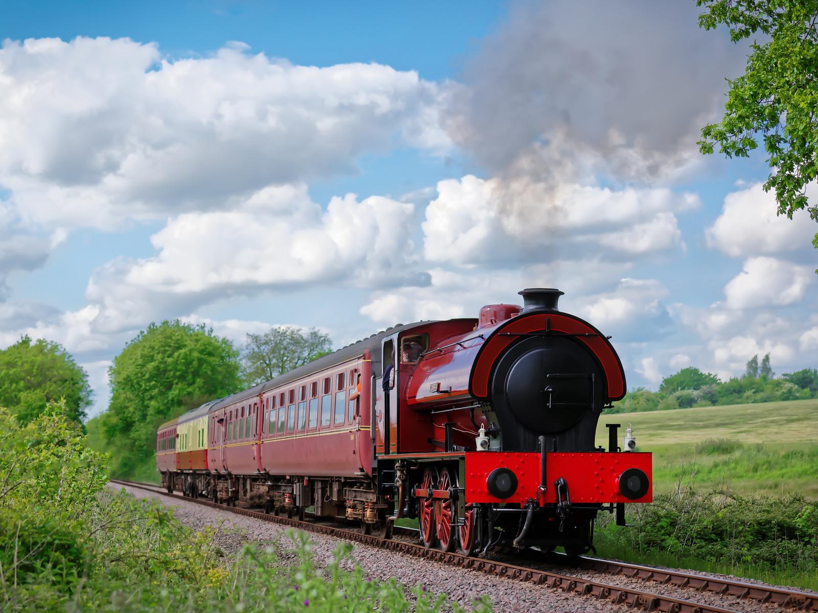 небо, облака, поезд, вагоны, паровоз, дым