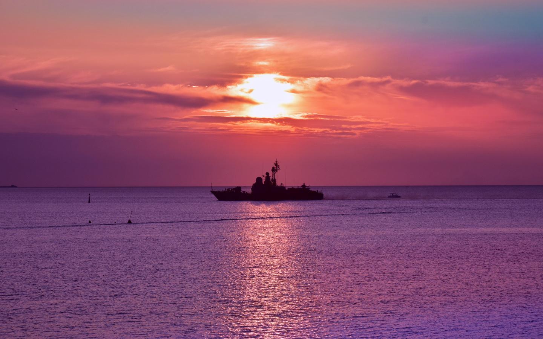 море, корабль, вечер