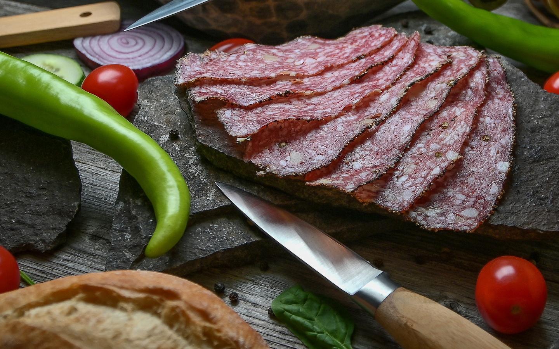 колбаса, нарезка, овощи