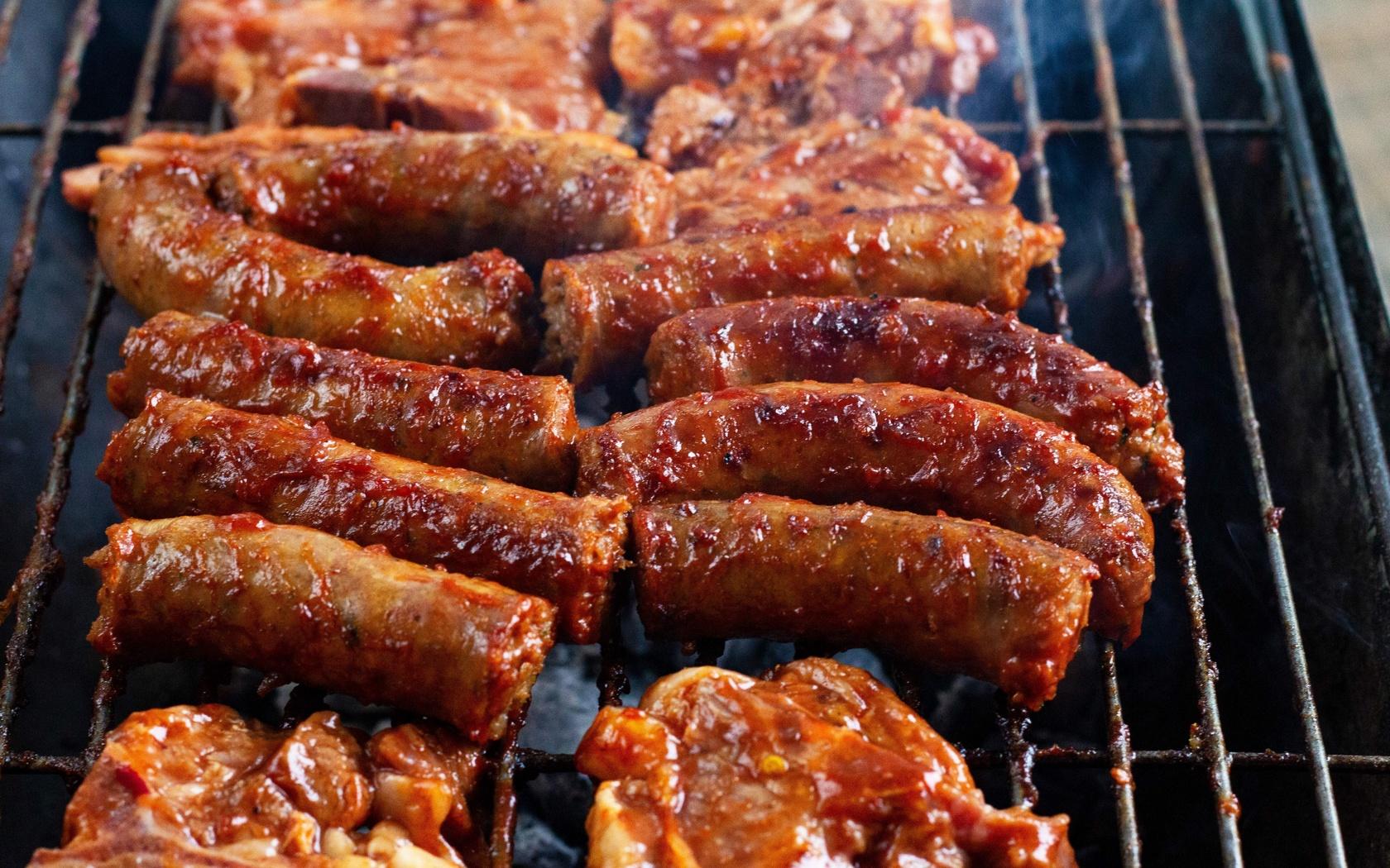 колбаски, гриль, барбекю
