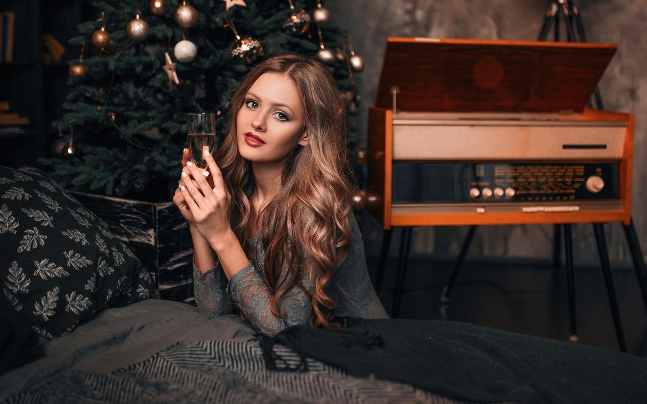 девушка, новый год, елка, бокал, ретро