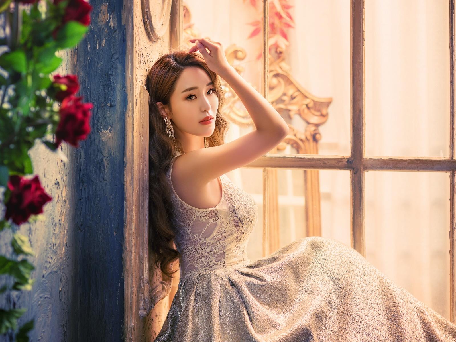 девушка, шатенка, локоны, взгляд, платье, поза, рука, окно, цветы, розы