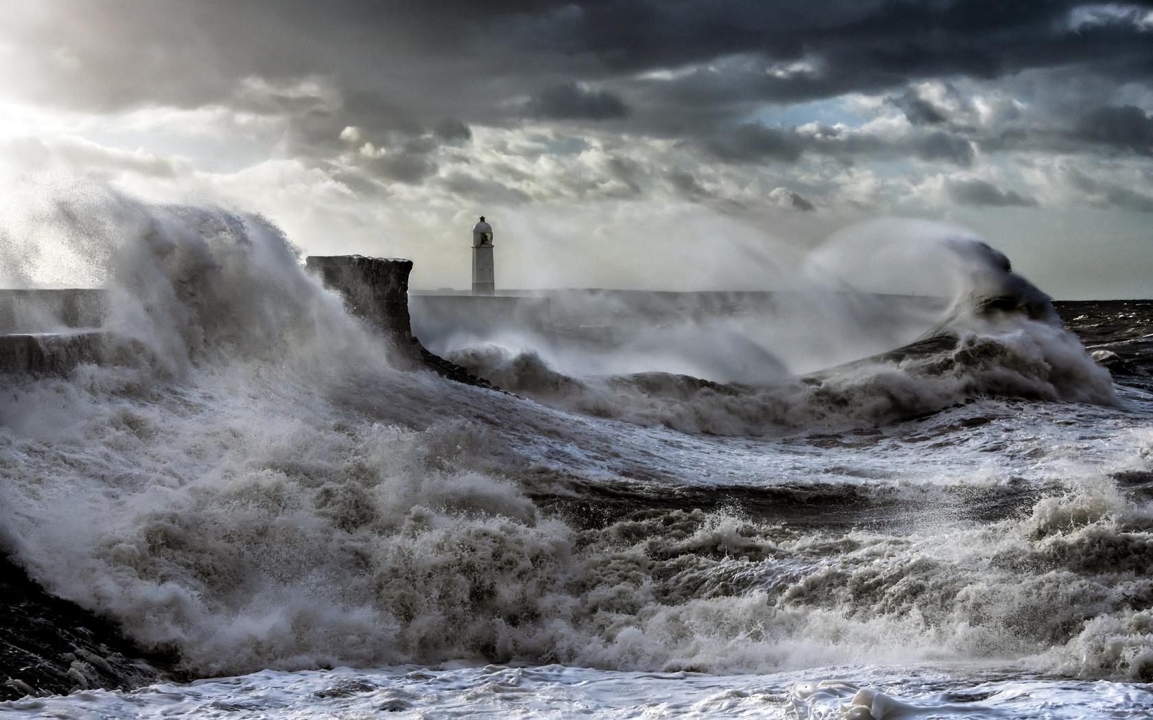 маяк, море, шторм, волны, брызги