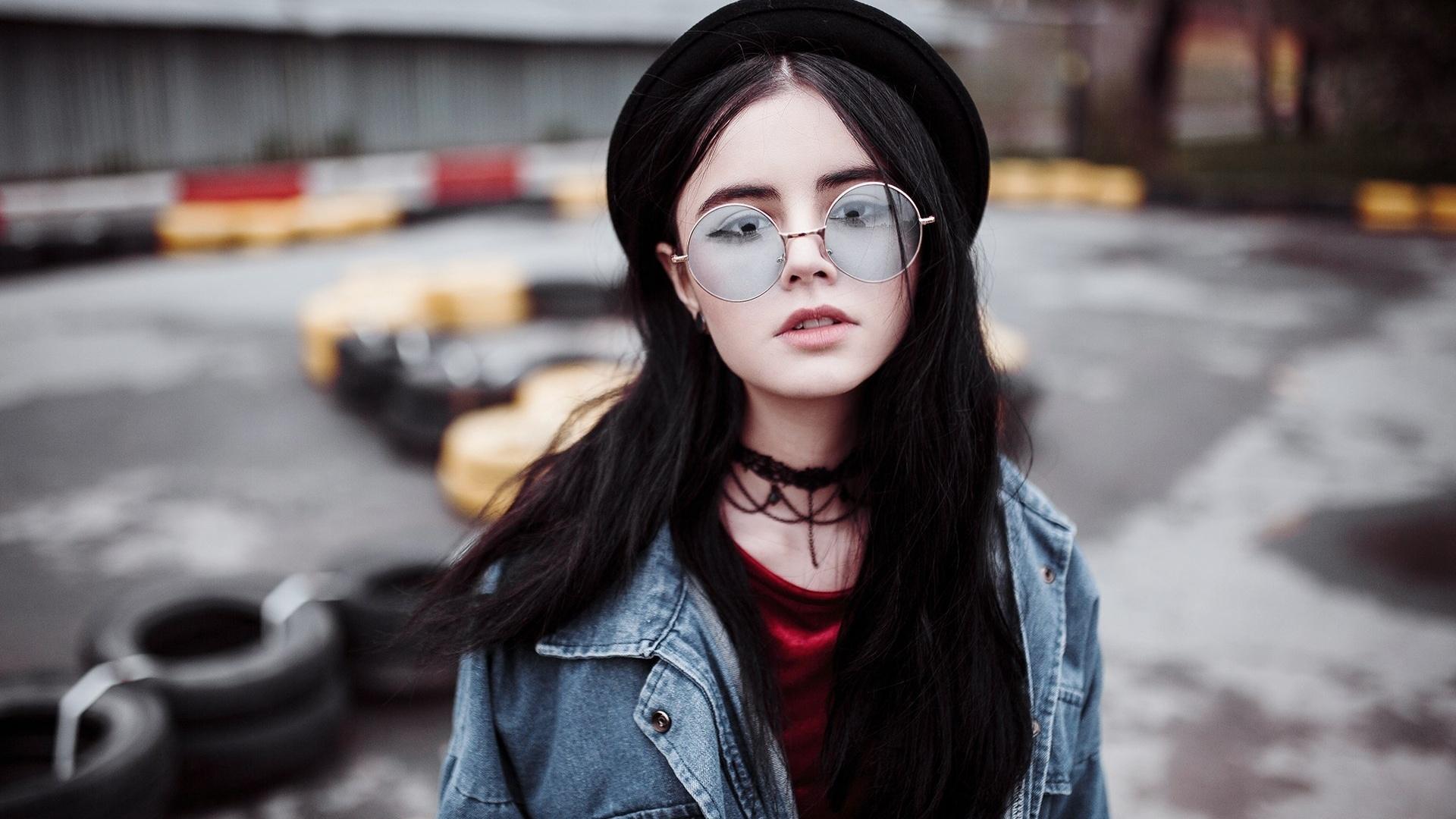 девушка, очки, джинсовка, взгляд, портрет, боке, чокер