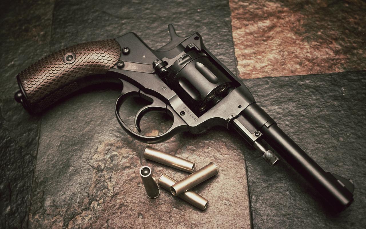 наган, револьвер, патроны
