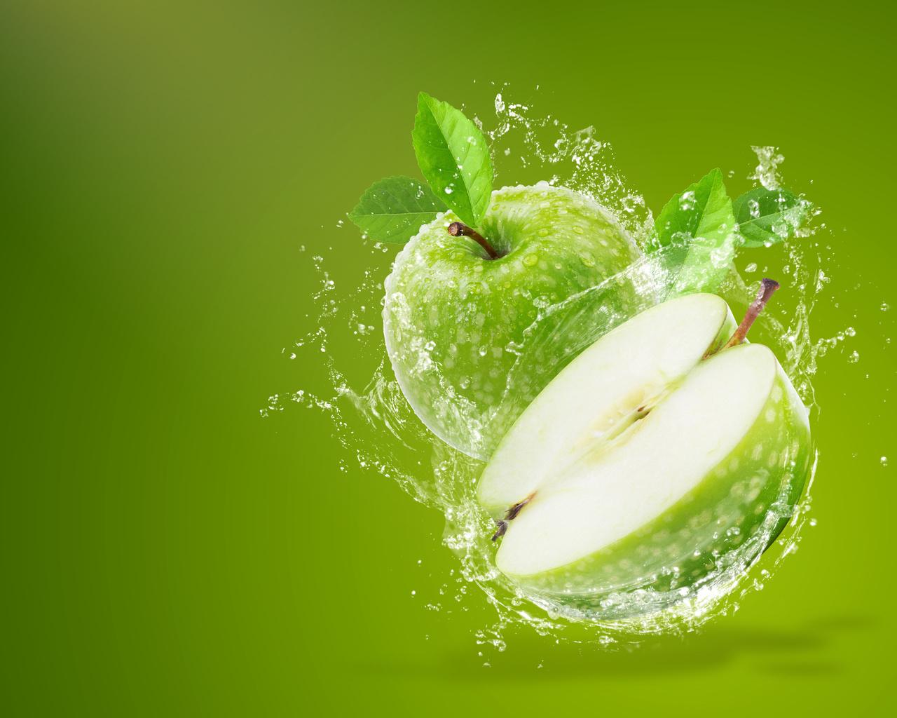 яблоки, вода, брызги, листья, половинка, злёный, фон