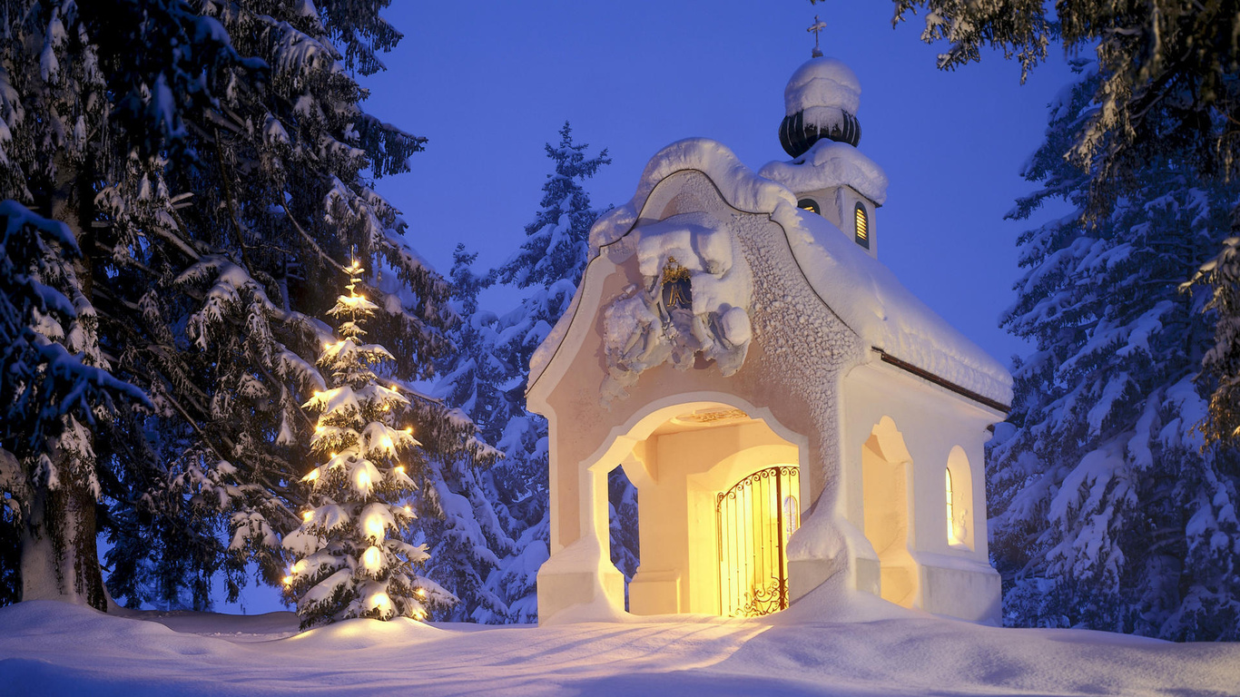 1366x768 рождество, Зима, снег, елка, часовня обои на рабочий стол 31113