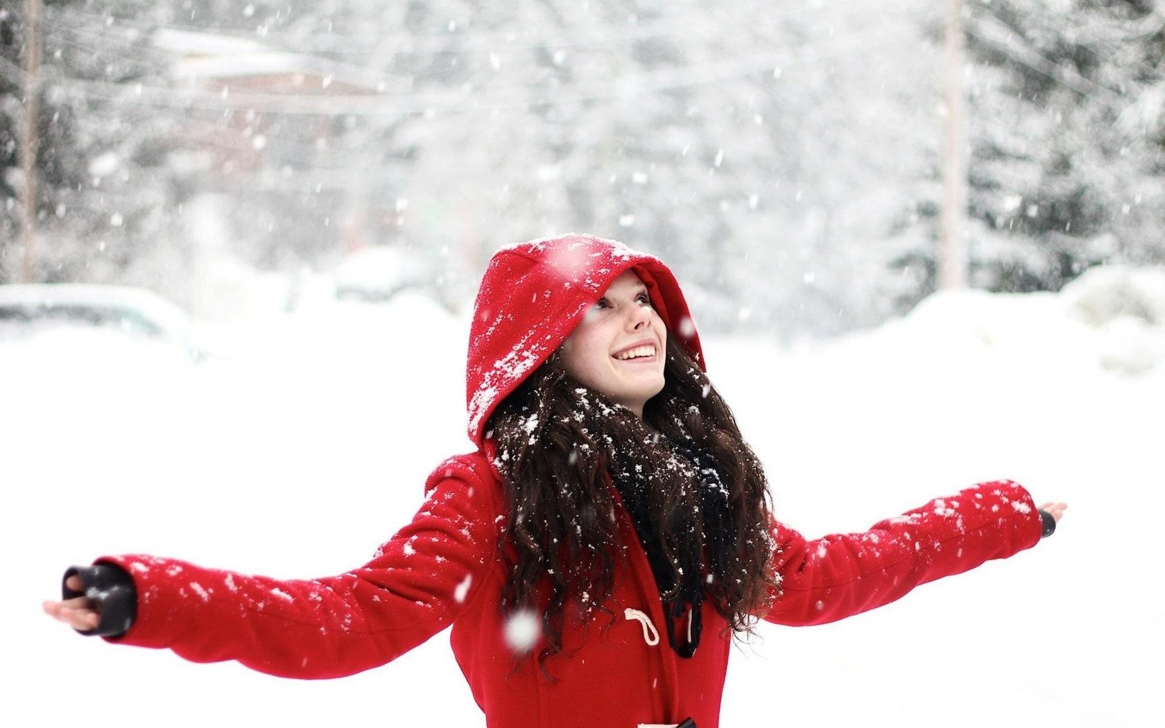 Девушка и первый снег фото