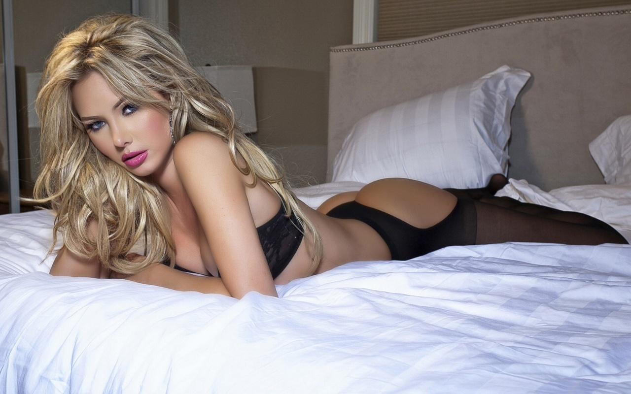 Фото эротичного белья на блондинке 8 фотография