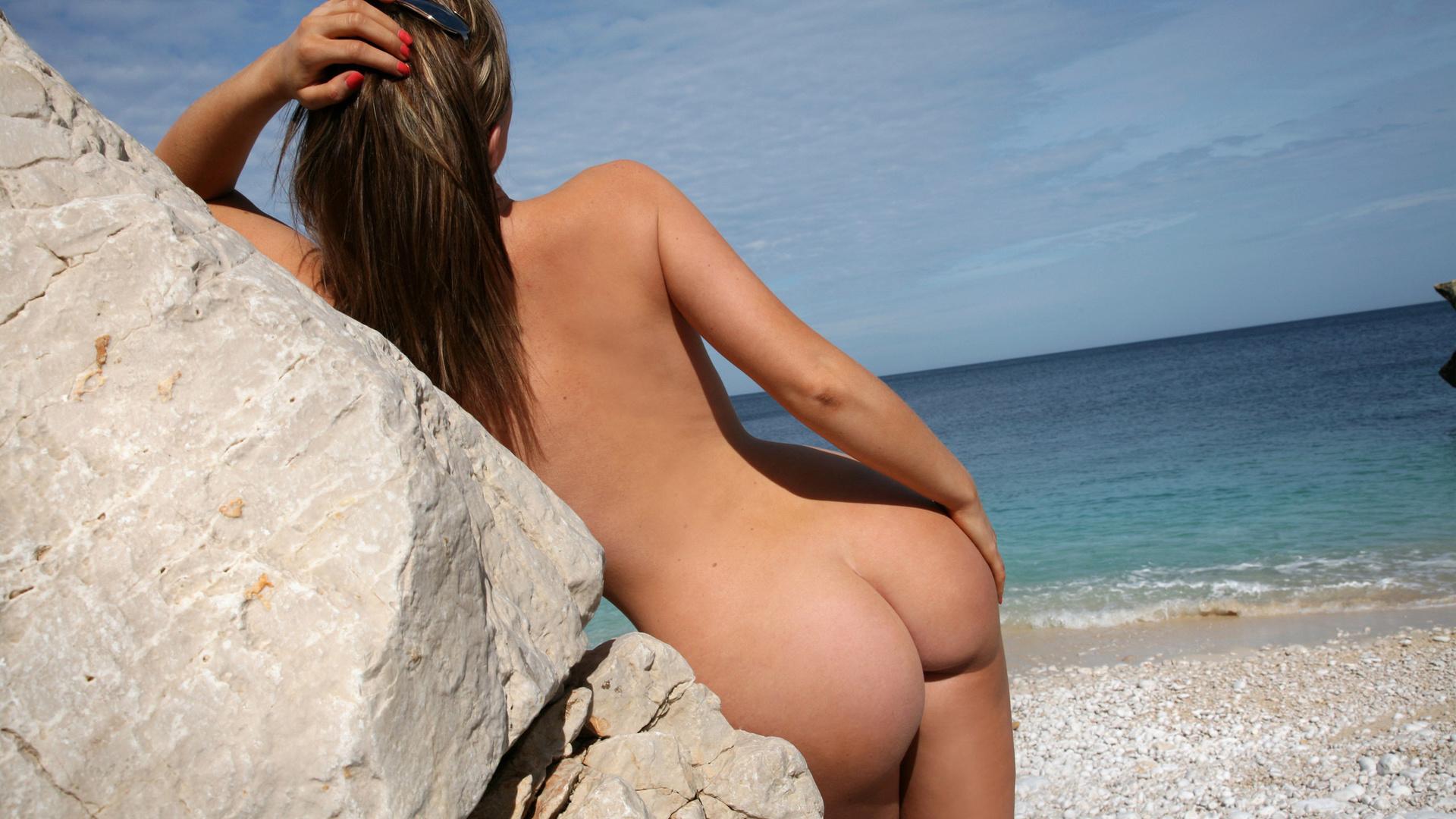 miley cyrus в красном купальнике эротика фото hd